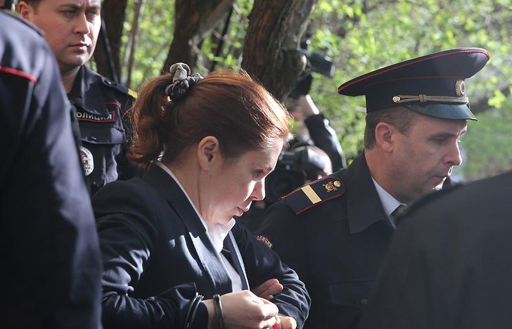 Ирина Егорова на выходе из здания Пресненского суда
