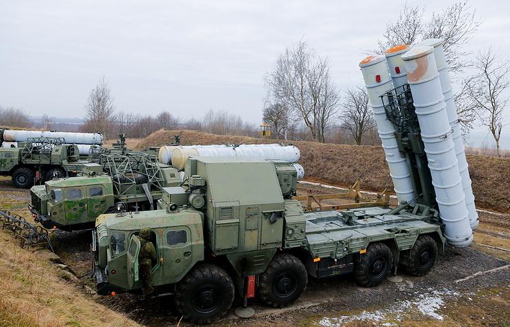 Учения с расчетами зенитно-ракетных комплексов С-300 соединения противовоздушной обороны
