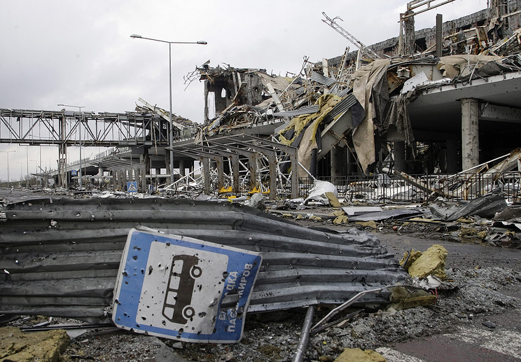 A general view of the destroyed terminal building of the International Airport in Donetsk, Ukraine, 04 April 2015. German Chancellor Angela Merkel on 01 April had urged the warring parties in Ukraine to follow through on their February truce and implement the rest of the promises aimed at ending the conflict.