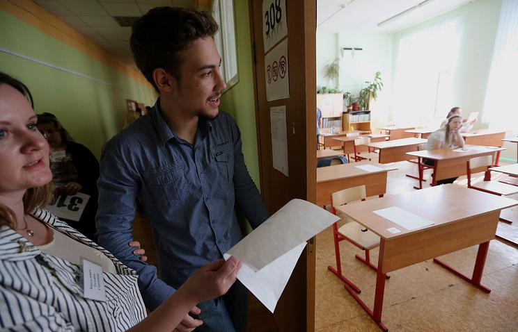Выпускники 11-х классов сдают ЕГЭ по математике