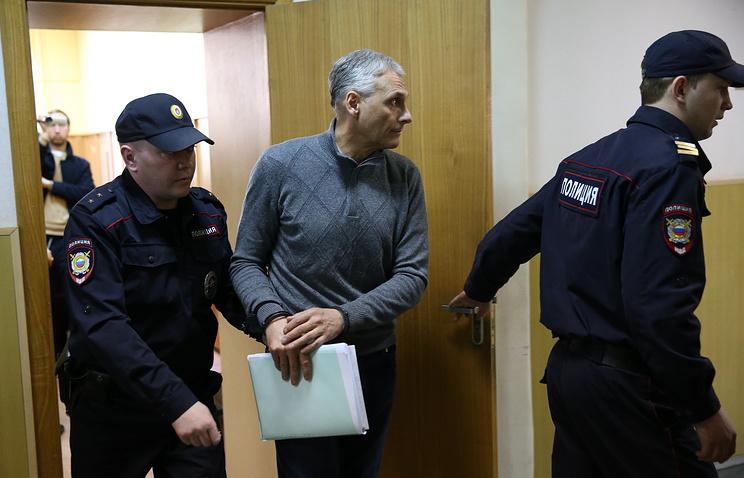 Александр Хорошавин (в центре)