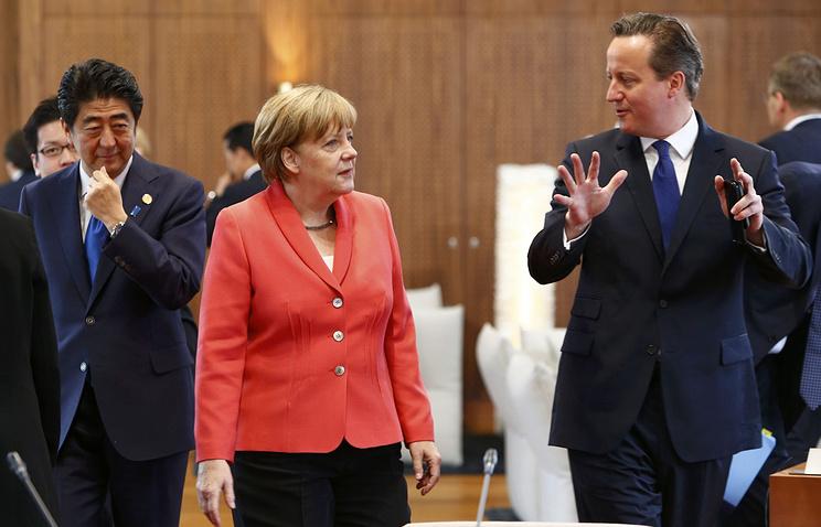 Премьер-министр Японии Синдзо Абэ, канцлер Германии Ангела Меркель и премьер-министр Великобритании Дэвид Кэмерон