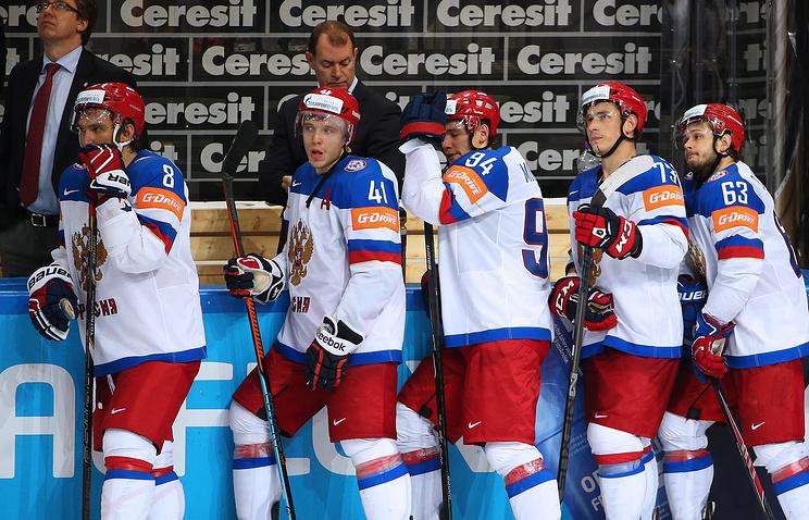 Игроки сборной России после поражения в финальном матче чемпионата мира по хоккею между сборными Канады и России