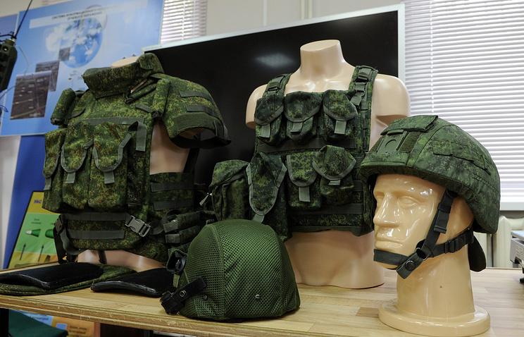 """Бронежилеты и шлемы новой боевой экипировки """"Ратник"""""""