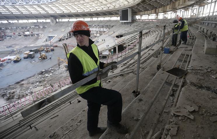 """Вид на строительную площадку стадиона """"Лужники"""""""