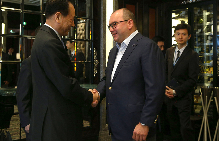 Генеральный директор Синьхуа Цай Минчжао и генеральный директор ТАСС Сергей Михайлов