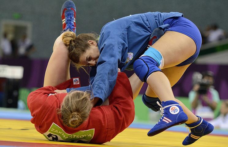 Спортсменка из России Ольга Захарцова (в красном) и Ивана Жандрич из Сербии