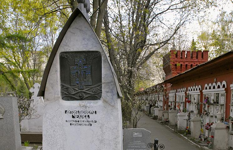 Могила писателя Антона Чехова на Новодевичьем кладбище
