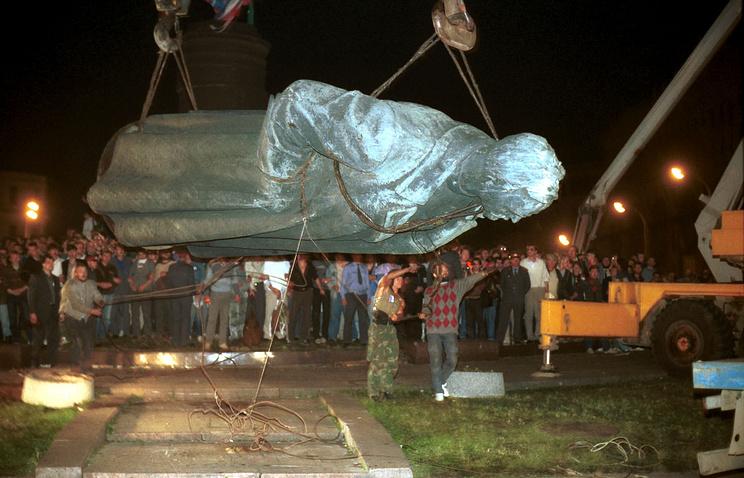 Демонтаж памятника Феликсу Дзержинскому, 1991 год