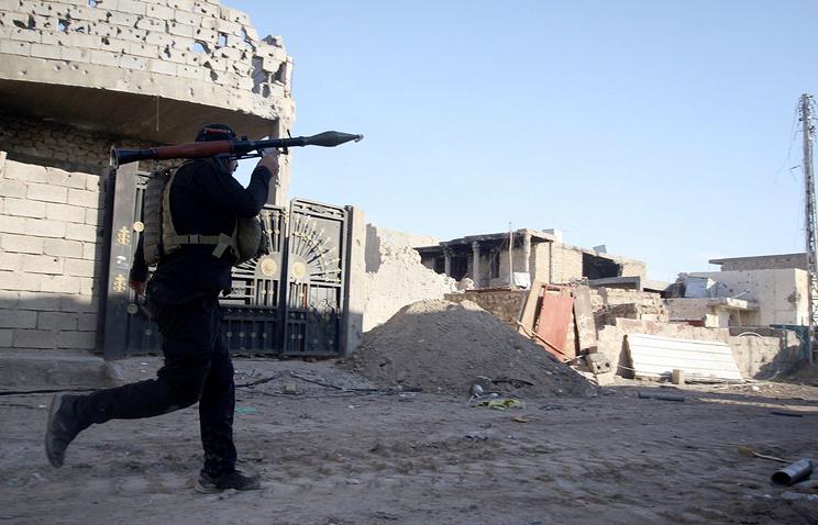 Боец вооруженных сил Ирака в городе Рамади