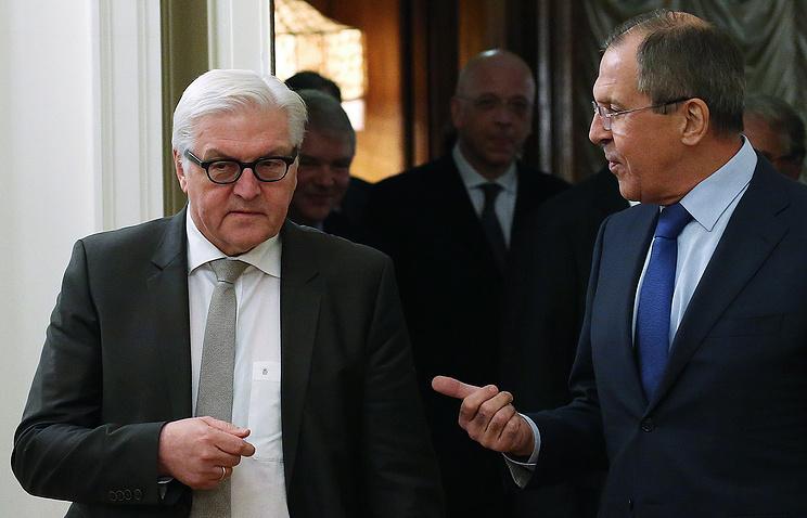 Глава МИД Германии Франк-Вальтер Штайнмайер и глава МИД РФ Сергей Лавров