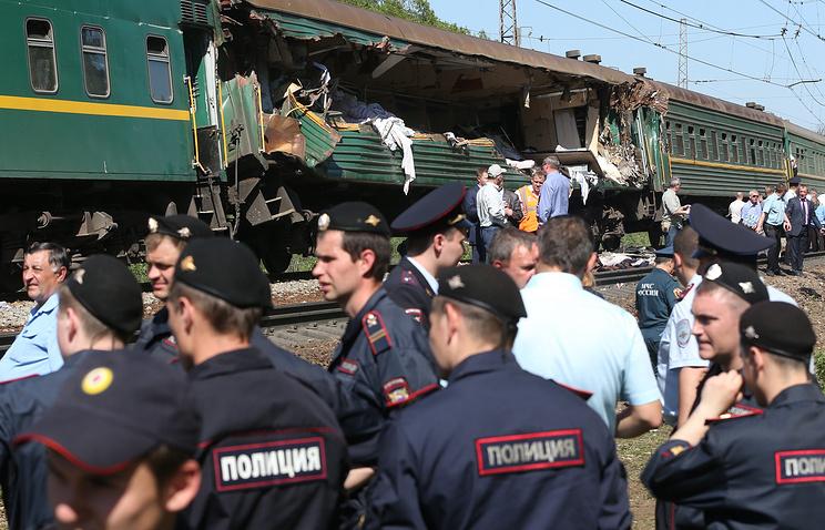На месте столкновения пассажирского и грузового поездов на перегоне между станциями Бекасово и Наро-Фоминск. 20 мая 2014 года