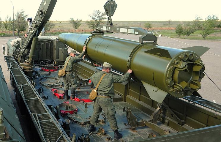 "Загрузка ракетного комплекса ""Искандер-М"" на полигоне Капустин Яр"