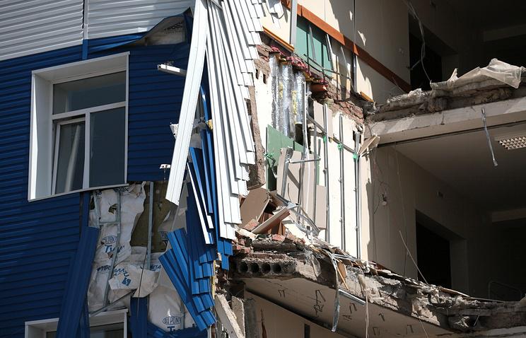 На месте обрушения здания в 242-м учебном центре ВДВ в Омске