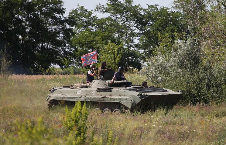 Во время отвода вооружений калибром менее 100 миллиметров и бронетехники на 3 километра от линии соприкосновения в одностороннем порядке
