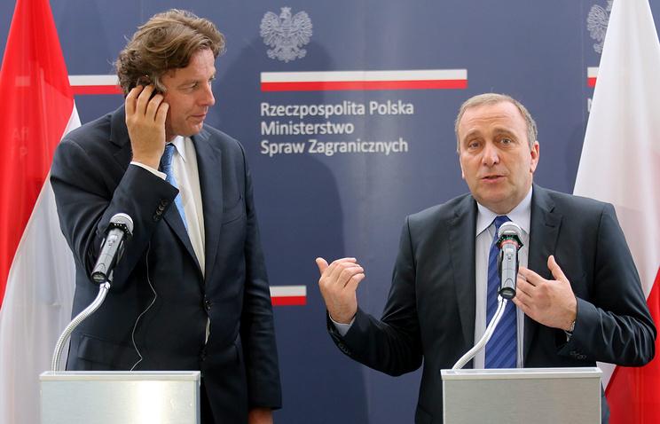 Министр иностранных дел Нидерландов Берт Кундерс и глава МИД Польши Гжегож Схетина