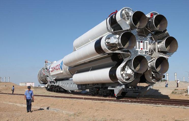 "Транспортировка ракеты ""Протон-М"" на стартовую площадку космодрома Байконур"