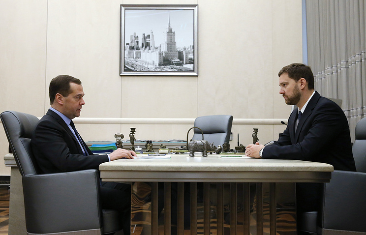 Премьер-министр РФ Дмитрий Медведев и глава Федерального агентства по делам национальностей Игорь Баринов
