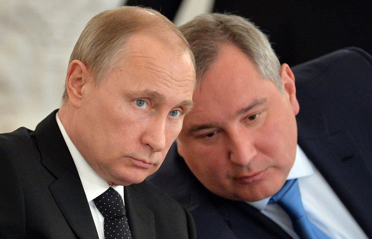 Владимир Путин и Дмитрий Рогозин (слева направо)