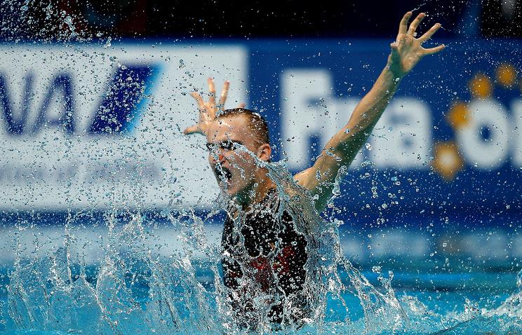 Александр Мальцев в финале соревнований по синхронному плаванию среди смешанных дуэтов на 16-м чемпионате мира FINA по водным видам спорта