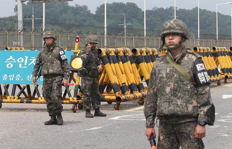 Солдаты южнокорейской армии на границе с КНДР