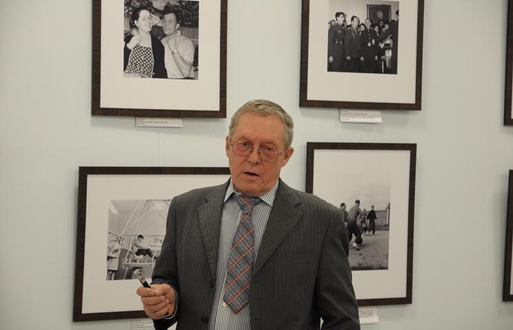 Борис Смирнов на открытии своей фотовыставки в музее НПО Лавочкина, 11 октября 2013 года