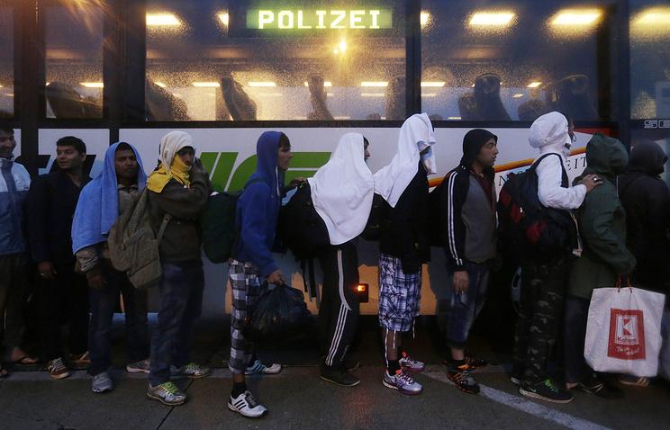 Мигранты на границе между Венгрией и Австрией