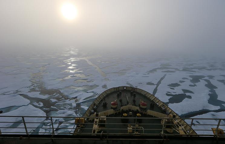 """Вид с носа ледокола """"Капитан Драницын"""" на арктические льды"""