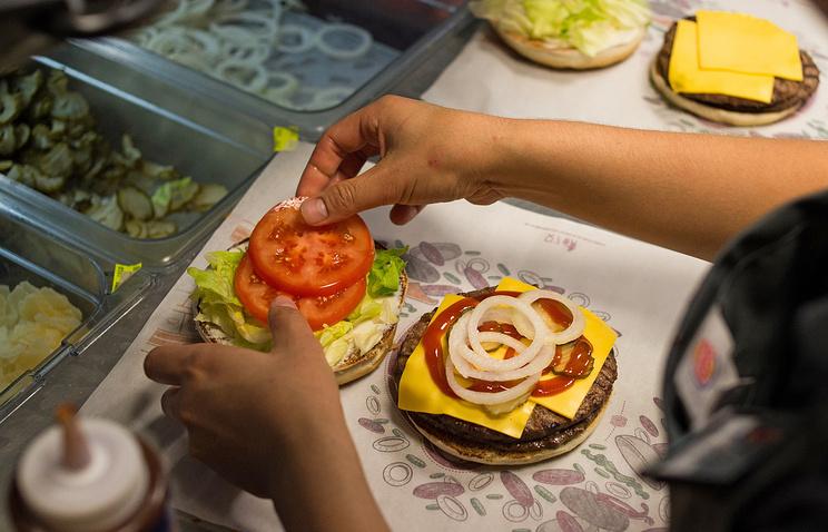 """Приготовление бургеров в ресторане быстрого питания """"Burger King"""""""