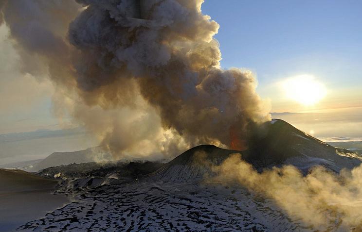 Извержение вулкана Плоский Толбачик на Камчатке. Январь 2013 года