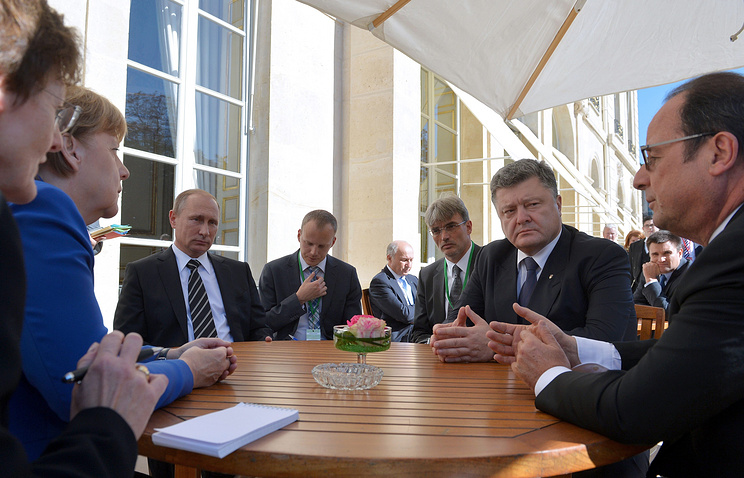 Федеральный канцлер ФРГ Ангела Меркель, президент России Владимир Путин, президент Украины Петр Порошенко и президент Франции Франсуа Олланд