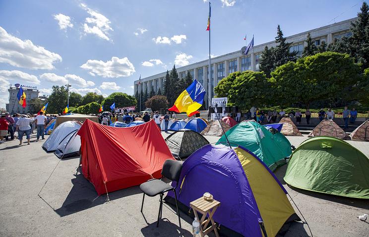 Палатки протестующих в центре Кишинева.