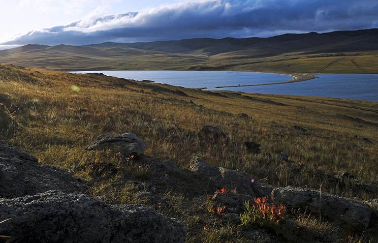 Вид на озера Байкал и Ханхой (слева направо)