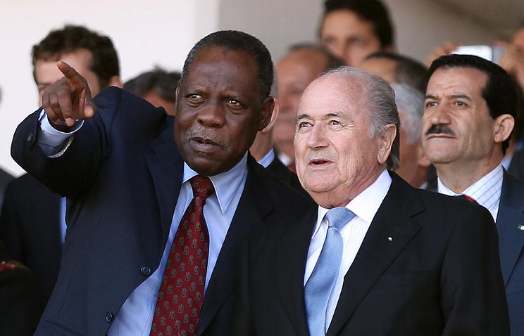 Исса Хаяту и бывший президент ФИФА Йозеф Блаттер