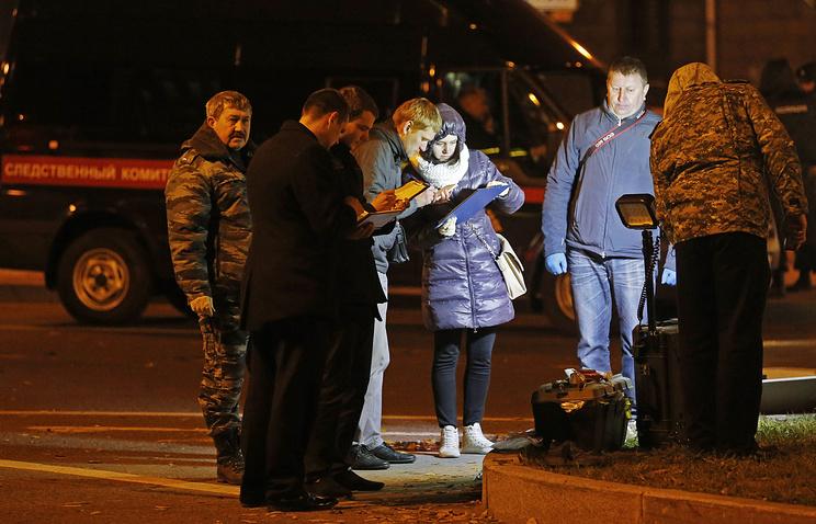 Работа криминалистов на пересечении улицы Кантемировская и Большого Сампсониевского проспекта, где днем произошел взрыв