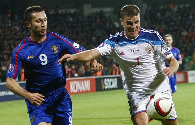 Эпизод из отборочного матча Евро-2016 между сборными Молдавии и России