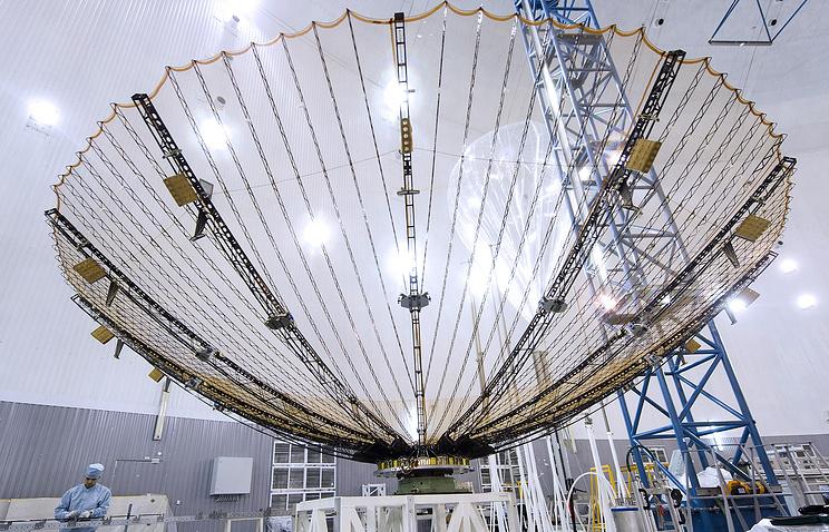 """Трансформируемая антенна с золоченным сетеполотном (установлена на действующих спутниках """"Луч 5А"""", """"Луч 5Б"""" и """"Луч-5В"""")"""
