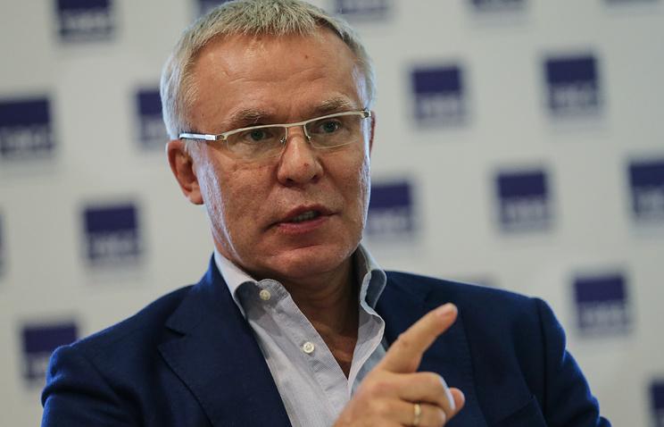 Член совета директоров КХЛ, первый заместитель председателя комитета Совета Федерации по социальной политике Вячеслав Фетисов