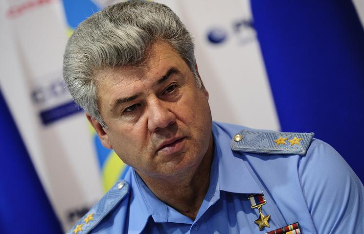Главнокомандующий Военно-воздушных сил генерал- полковник Виктор Бондарев