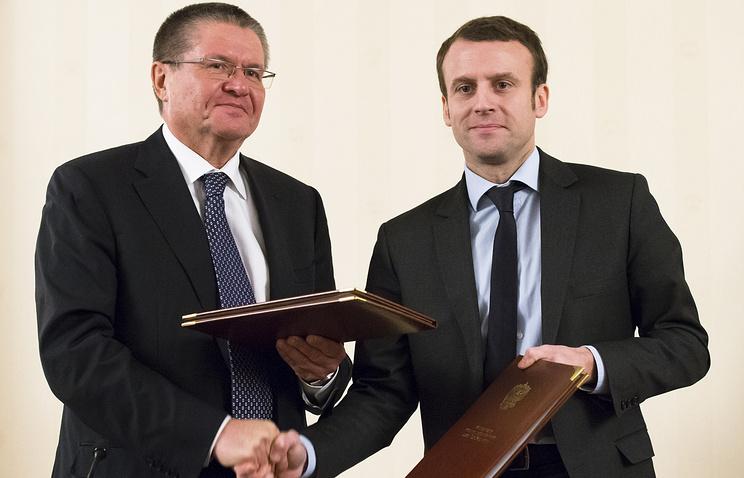 Министр экономического развития РФ Алексей Улюкаев и министр экономики, промышленности и цифровых технологий Франции Эммануэль Макрон