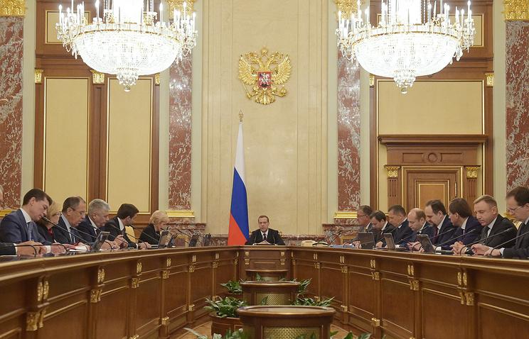 Премьер-министр РФ Дмитрий Медведев на заседании кабинета министров РФ в Доме правительства РФ