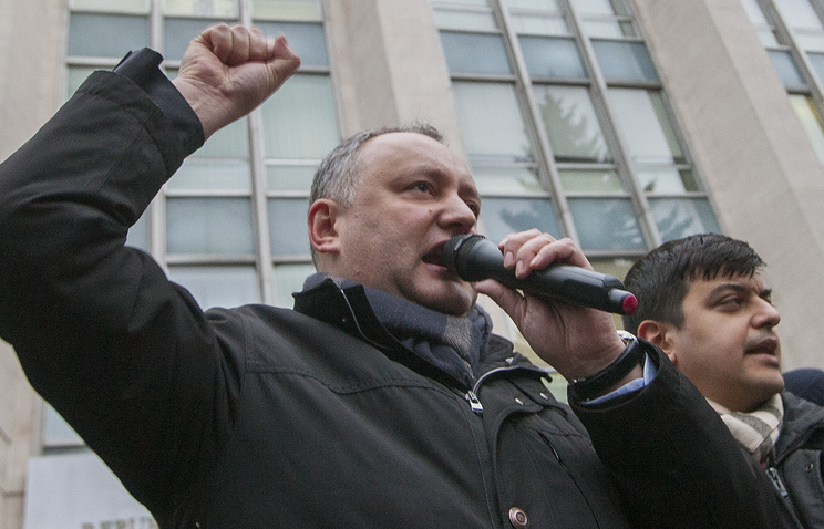Лидер Партии социалистов Республики Молдова Игорь Додон (слева)