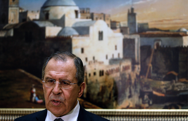 Министр иностранных дел России Сергей Лавров во время подхода к прессе после встречи с президентом Алжира