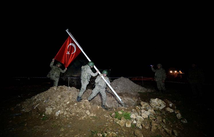 Турция пытается укрепиться в нескольких сотнях метров от границы внутри Сирии