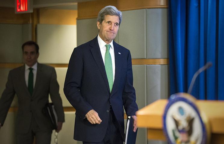 Госсекретарь США Джон Керри перед выступлением, в котором он выдвинул против ИГ обвинения в геноциде религиозных меньшинств, 17 марта 2016 года