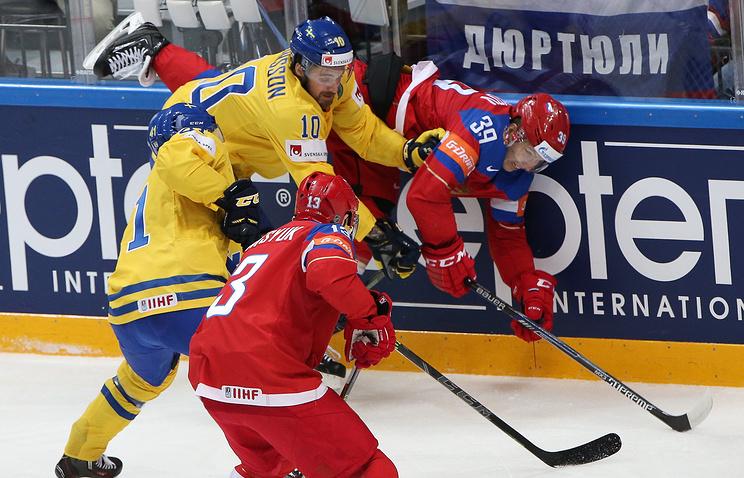 Эпизод из матча чемпионата мира между сборными России и Швеции