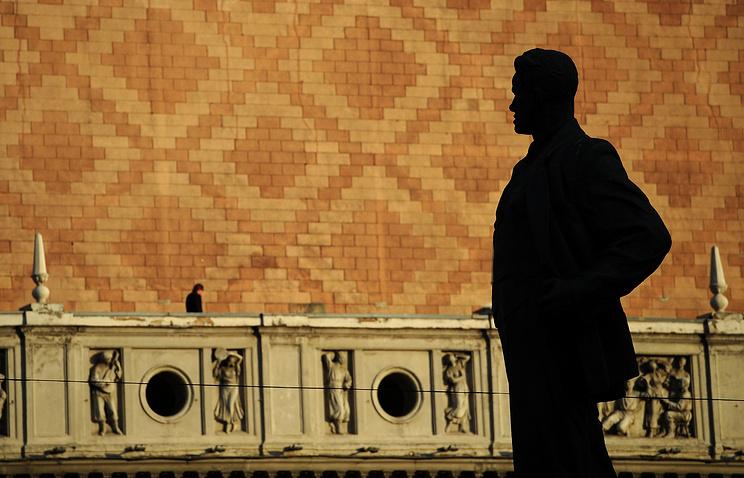 Памятник Владимиру Маяковскому на Триумфальной площади