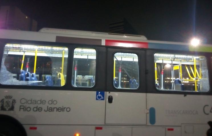ВРио-де-Жанейро автобус с корреспондентами попал под обстрел