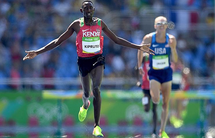 Кенийского легкоатлета лишили бронзовой медали занарушение правил