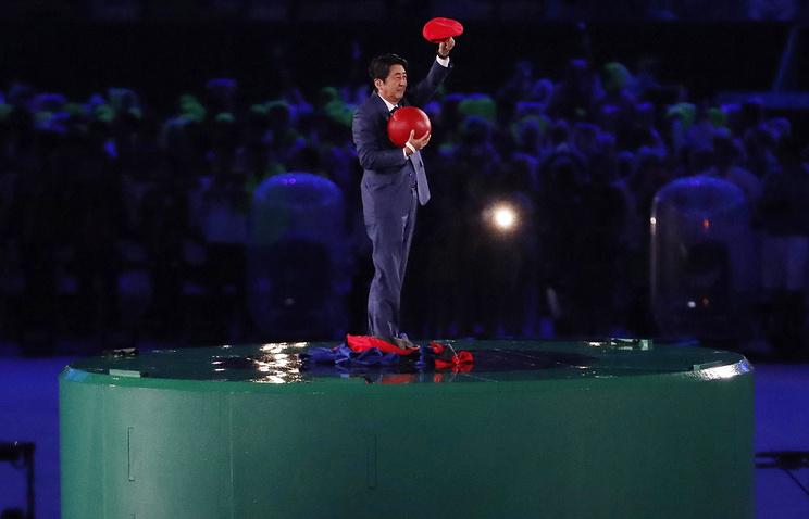 Премьер-министр Японии Синдзо Абэ в образе Супер Марио на церемонии закрытия Олимпиады-2016